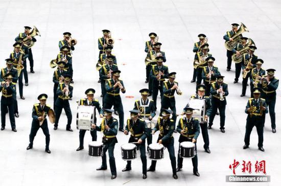 """中国军乐队亮相哈萨克斯坦""""军事号角"""""""