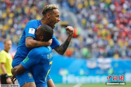 北京时间6月22日晚,2018俄罗斯世界杯E组次轮巴西队与哥斯达黎加队的较量在圣彼得堡打响。内马尔在比赛第77分钟为巴西队赢得点球,但通过VAR技术回看,当值主裁取消了点球判罚。进入伤停补时后库蒂尼奥打破僵局,内马尔锦上添花,助巴西队2-0取胜。