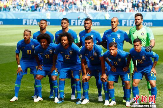 通讯:巴西全民放假半天观看世界杯球赛 足球热情高涨