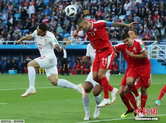 北京时间6月23日凌晨,2018俄罗斯世界杯E组第二轮塞尔维亚队与瑞士队的较量在加里宁格勒打响。开场仅5分钟,塞尔维亚队前锋米特罗维奇头球破门,下半场扎卡远距离冷射为瑞士将比分扳平,第90分钟沙奇里反击破门将比分反超,最终塞尔维亚1-2被瑞士逆转,两队将与巴西队共同争夺小组出线权。
