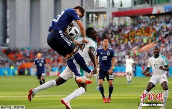 北京时间6月24日晚,2018俄罗斯世界杯H组次轮日本队与塞内加尔队的比赛在叶卡捷琳堡打响。塞内加尔队凭借马内和瓦格的进球两度领先,但顽强的日本队两度追平比分,乾贵士和本田圭佑分别为日本队攻入两记进球,最终日本队2-2逼平塞内加尔。