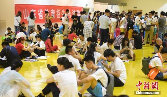 资料图:高招会。<a target='_blank' href='http://www.chinanews.com/'>中新社</a>记者 张勇 摄