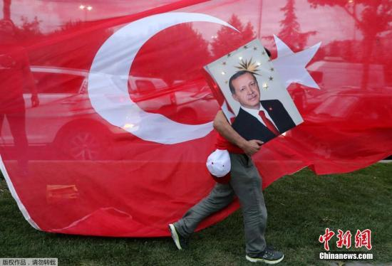 资料图:当地时间6月24日,土耳其总统大选举行,根据最新统计结果,埃尔多安获得超过半数选票,赢得连任。