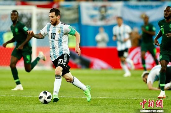 梅西罗霍建功!阿根廷2-1险胜尼日利亚出线。 <a target='_blank' href='http://www.chinanews.com/'>中新社</a>记者 富田 摄