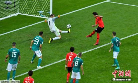 俄罗斯世界杯韩国2:0德国,卫冕冠军惨遭淘汰。图为金英权为韩国队破门。