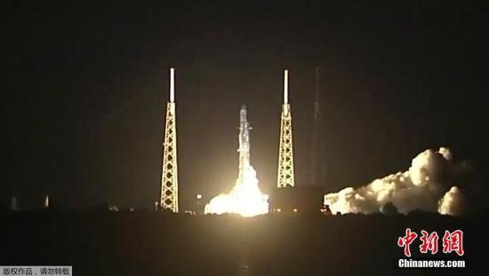 """材料图片:2018年6月29日,好国卡维推我角,好国太空摸索手艺公司(SpaceX)""""链骏9运载水箭把拆载2.7吨物质的""""龙""""飞船(Dragon)收往国际空间站。"""