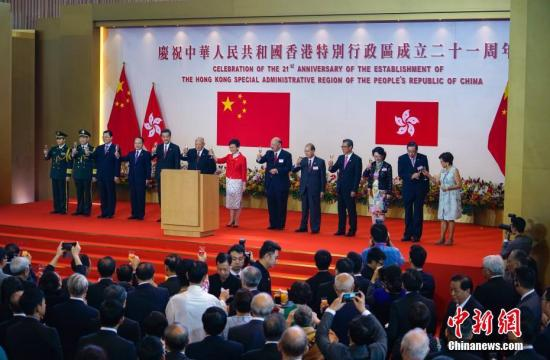 7月1日上午,香港特别行政区政府在香港会展中心隆重举行酒会,庆祝香港特区成立21周年。<a target='_blank' href='http://www.chinanews.com/'>中新社</a>记者 张炜 摄