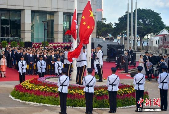 7月1日,香港特别行政区政府在金紫荆广场举行隆重的升旗仪式,庆祝香港回归21周年。<a target='_blank' href='http://www.chinanews.com/'>中新社</a>记者 张炜 摄