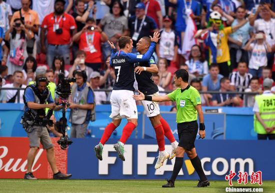 法国球员庆祝进球。 <a target='_blank' href='http://www.chinanews.com/'>中新社</a>记者 田博川 摄
