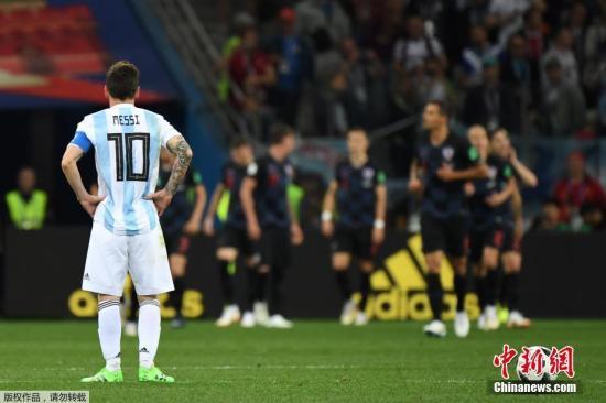拥有希望而空乏行动,希望也只能转化为失望。(资料图:图为俄罗斯世界杯,梅西失望瞬间。)