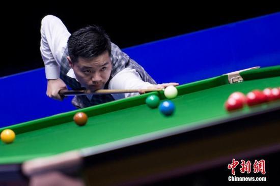 图为丁俊晖在比赛中。中新社记者 何蓬磊 摄