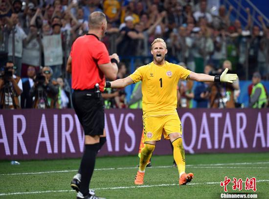小舒梅切尔向裁判投诉,但克罗地亚队进球有效。 中新社记者 毛建军 摄