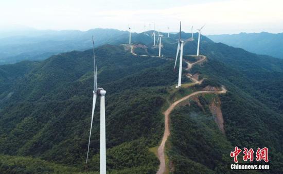 资料图:江西泰和高山风电项目。邓和平 摄