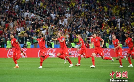 英格兰队庆祝胜利。 <a target='_blank' href='http://www.chinanews.com/'>中新社</a>记者 毛建军 摄