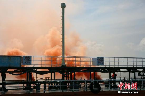 资料图:海上防污染综合应急演习现场。新闻网记者 王晓斌 摄
