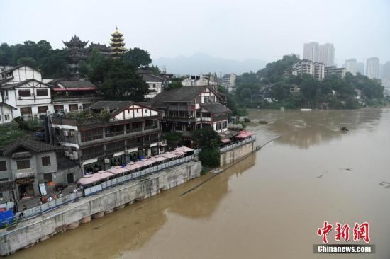 强降雨致中国长江汉江上游部分支流发生洪水