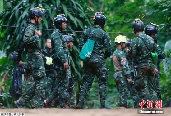 资料图:参与营救行动的泰国军人。