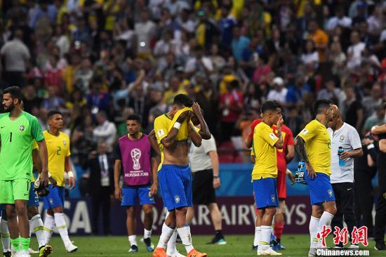赛后,巴西队员格外失落。 中新社记者 田博川 摄