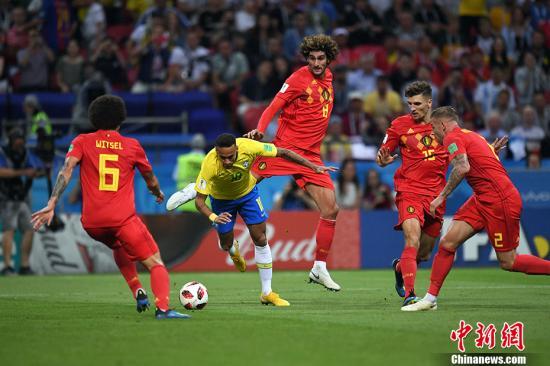 五星巴西出局 德布劳内爆射助比利时2:1获胜。 中新社记者 田博川 摄