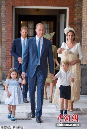 英王室公布三代同堂全家福 威廉一家5口集体亮相(图)