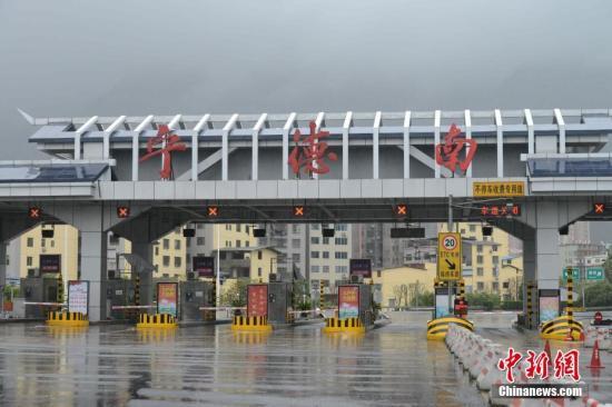 资料图:高速收费站。中新社记者 王东明 摄