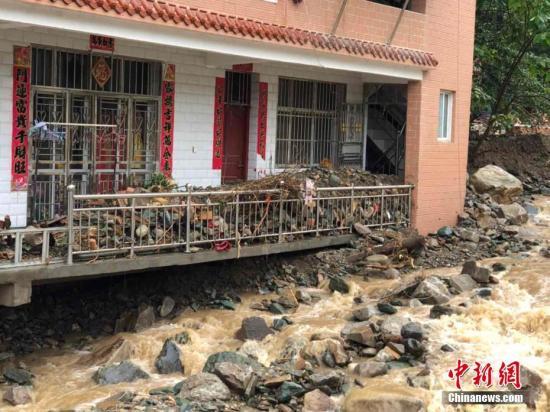 资料图:强降水侵袭甘肃陇南,致该市多县区遭受严重洪涝灾害。张虎伟 摄