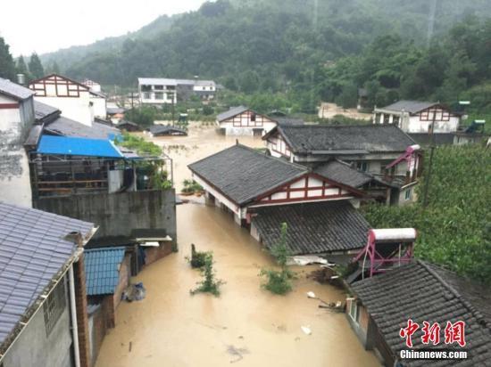 7月10日8时至11日8时,北川羌族自治县普降暴雨,造成县内省道105和多条县乡道路中断、部分乡镇值班电话无法接通。北川宣传部供图