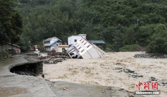 资料图:四川遭遇暴雨洪涝灾害。