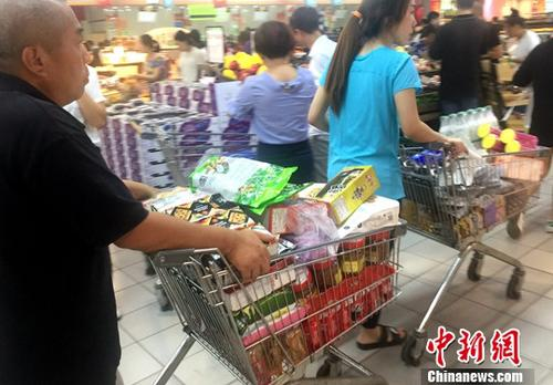 7月10日,福州民众在超市购物。<a target='_blank' href='http://www.chinanews.com/'>中新社</a>记者 吕明 摄