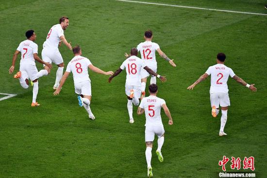 图为英格兰队庆祝进球。 <a target='_blank' href='http://www.chinanews.com/'>中新社</a>记者 毛建军 摄