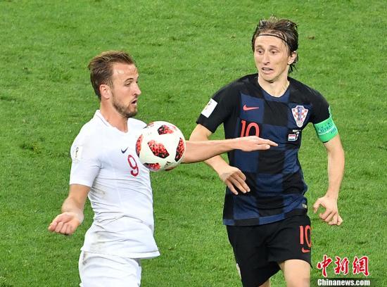 凯恩和莫德里奇在场上。 <a target='_blank' href='http://www.chinanews.com/'>中新社</a>记者 毛建军 摄