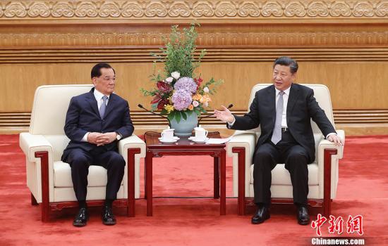 7月13日,中共中央总书记习近平在人民大会堂会见中国国民党前主席连战率领的台湾各界人士参访团。<a target='_blank' href='http://www.chinanews.com/'><p  align=