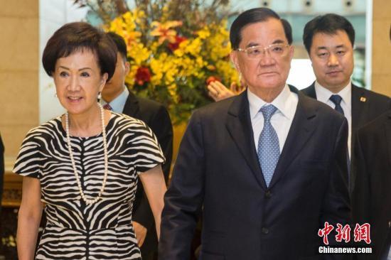 7月12日,中国国民党前主席、两岸和平发展基金会董事长连战率台湾各界人士参访团抵达北京。<a target='_blank' href='http://www.chinanews.com/'>中新社</a>记者 王骏 摄