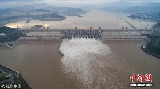 资料图:三峡大坝泄洪。图片来源:视觉中国