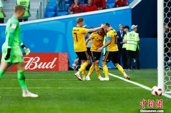 图为比利时队庆祝进球。 中新社记者 富田 摄
