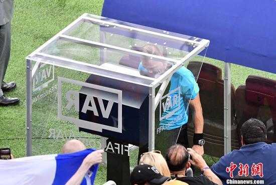 原料图:VAR编制将首次引入欧联杯赛场。 中新社记者 毛建军 摄