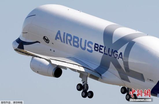 """资料图:空客""""超级大白鲸""""Beluga XL运输机。"""