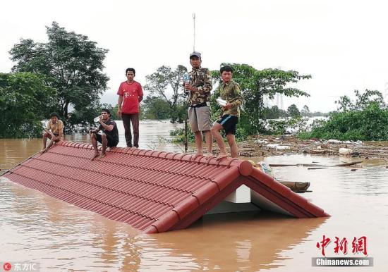 当地时间2018年7月24日,老挝阿速坡省(Attapeu),该省一座水电站大坝发生坍塌,造成多个村庄被淹,至少5人死亡,另有数百人失踪。图片来源:东方IC 版权作品 请勿转载
