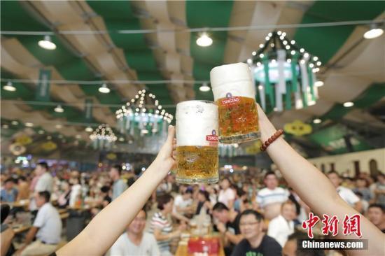 资料图:青岛啤酒节。