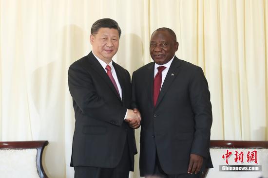 当地时间7月24日,中国国家主席习近平在比勒陀利亚同南非总统拉马福萨举行会谈。中新社记者 盛佳鹏 摄