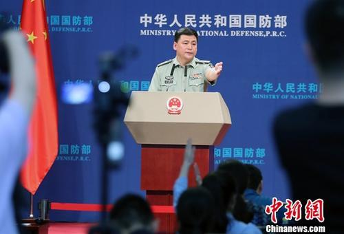 材料图:国防部消息讲话人任国强。a target='_blank' href='http://www.chinanews.com/'中新社/a记者 宋凶河 摄