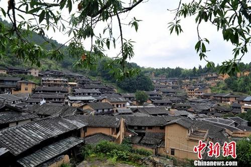 图为依山而建的福建尤溪桂峰古村落。中新社记者 张斌 摄