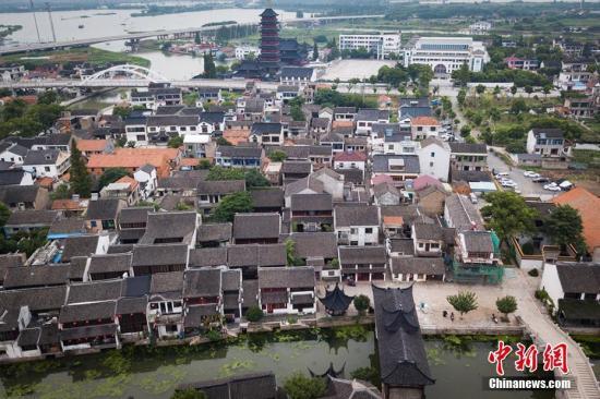 资料图:江苏昆山巴城老街。特色小镇、田园综合体、民宿行业的现状与未来。 泱波 摄