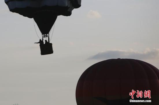 原料图:炎气球。中新社记者 廖攀 摄