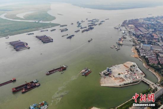 资料图:长江一码头。杨华峰 摄