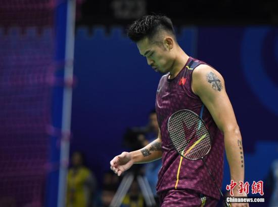 8月2日,2018年世界羽毛球锦标赛第四比赛日在南京进行,男单八分之一决赛中国老将林丹0:2不敌小将石宇奇,止步第三轮。中新社记者 侯宇 摄