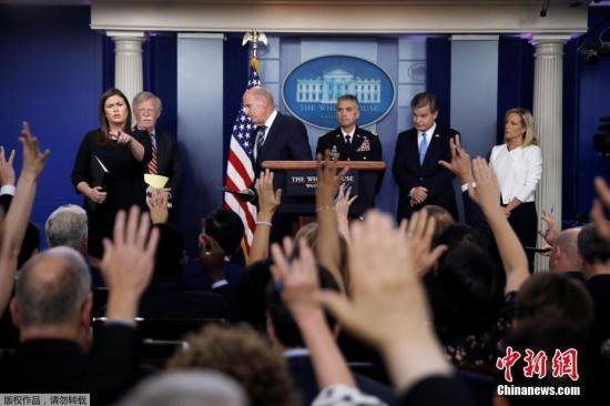 资料图:美国国家情报总监丹・科茨在白宫例行记者会上表示,美国总统特朗普已下令美国情报部门把选举安全列为重要优先事项。