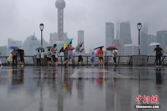 """资料图:台风""""云雀""""登陆上海。张亨伟 摄"""