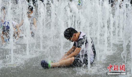 资料图:韩国2018年夏天遭遇罕见极端高温天气,首尔市2018年8月1日白天最高气温达到39.6℃。<a target='_blank' href='http://www.chinanews.com/'>中新社</a>记者 曾鼐 摄