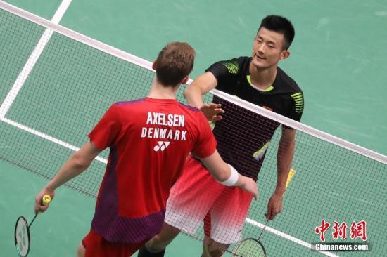 8月3日,2018年羽毛球世锦赛在南京继续进行,男单赛会8号种子、中国队的谌龙以2-0击败赛会头号种子、丹麦的安赛龙,成功晋级。<a target='_blank' href='http://www.chinanews.com/'>中新社</a>记者 泱波 摄